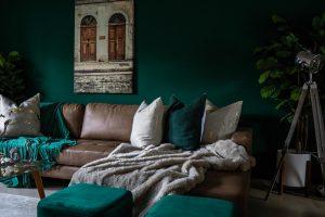 Hoe donkere kleuren toevoegen in je interieur